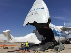 Volga-Dnepr An124 loading a helicopter