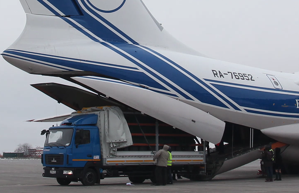 Airfreight a rhinoceros? Of courseros! Make it two