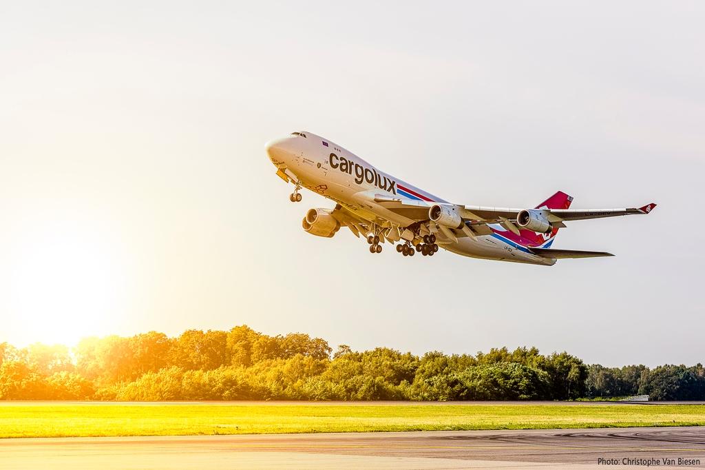 [Image: Cargolux_CSR.jpg]